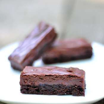 chocolate cheesecake brownies cut